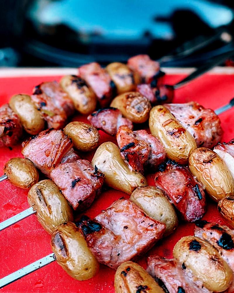 Schweine-Schaschlik aus der Aprikosen-Weizenbier-Marinade